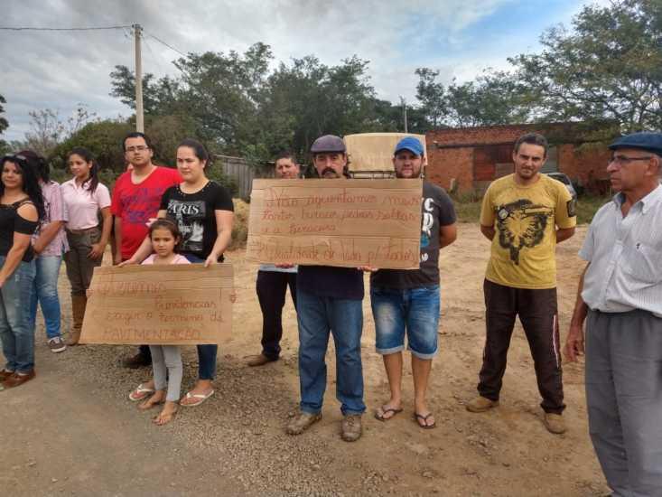 Moradores da Zona Leste protestam pela paralisação das obras da Avenida Tiaraju