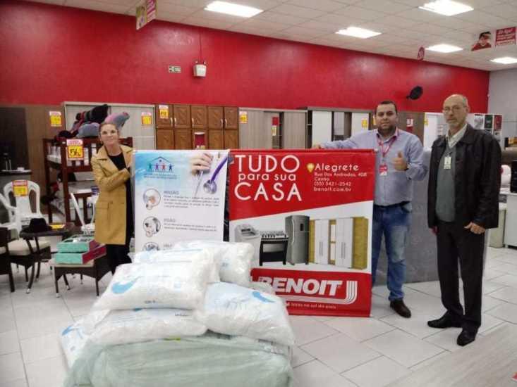 Empresa doa travesseiros à Santa Casa