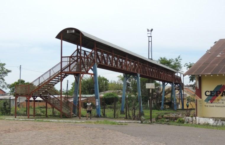 Vereador agiliza retirada das escadas da Passarela no bairro Vila Nova