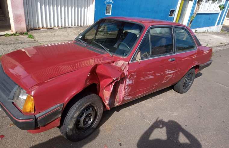 Motorista bate em carro estacionado e foge em Alegrete