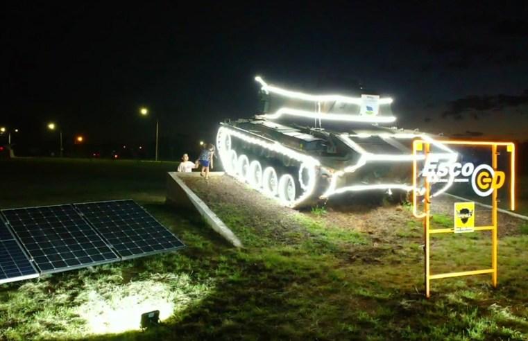 Carro de Combate na Tiaraju é iluminado com led por empresa de tecnologia em energia