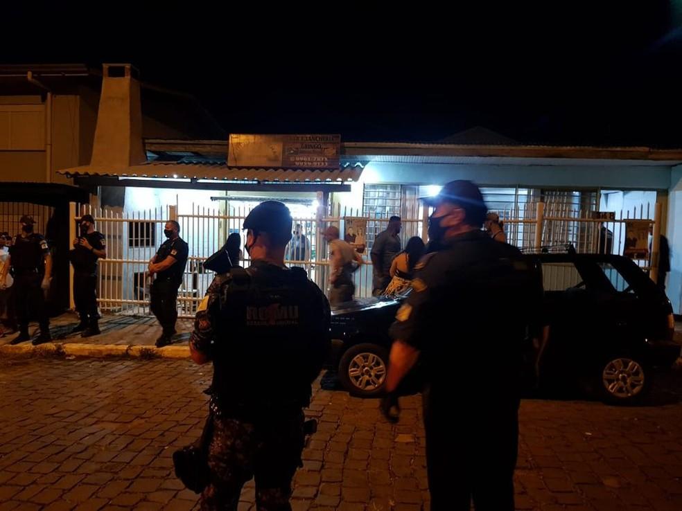 Festas clandestinas são encerradas em cidades do RS