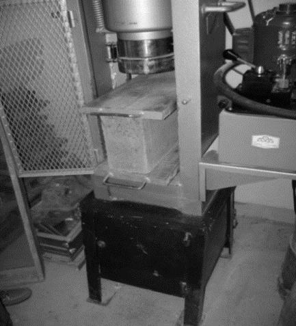 Espécimen en prensa de ensayo