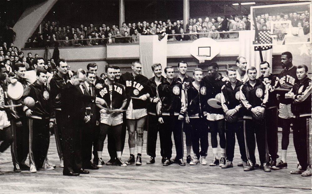La plantilla completa del combinado All Star en uno de los partidos disputados en Croacia | Ryszard Niewodowski