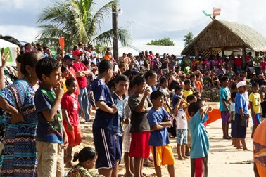 Crowd at the Lutok Koban Alele
