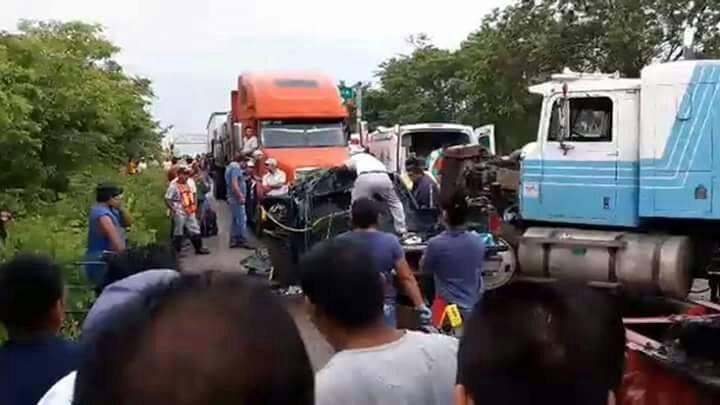 Aparatoso accidente deja siete muertos en Tabasco