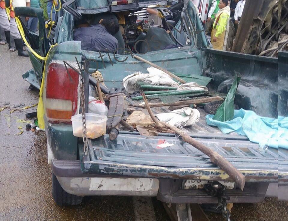 Tráiler destroza a camioneta en Chiapas y deja 7 muertos