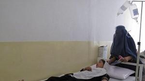 Una de las estudiantes intoxicadas atendida en un hospital de Tajar