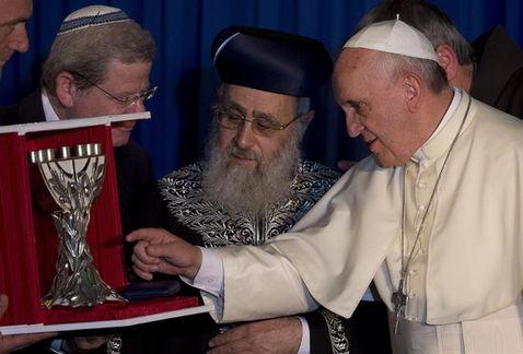 """El Papa con una delegación de la B´nai B´rith International, (en castellano """"Los Hijos de la Alianza""""), una organización masónica judía de alcance internacional."""