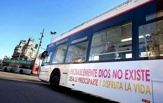 Autobús de la EMT con un cartel ateo en su lateral.