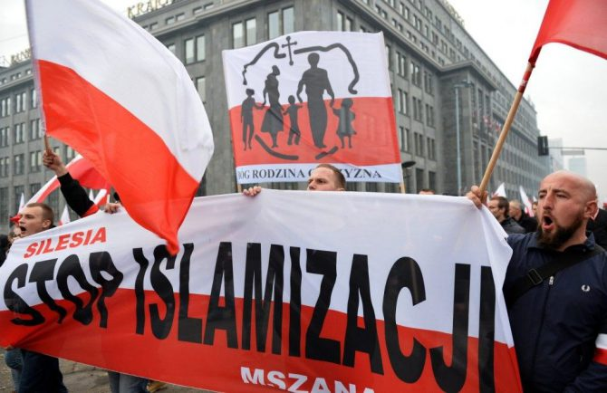 Polacos contra la islamización del país.