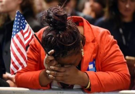 """Una negra """"latina""""! llora la derrota de Clinton."""