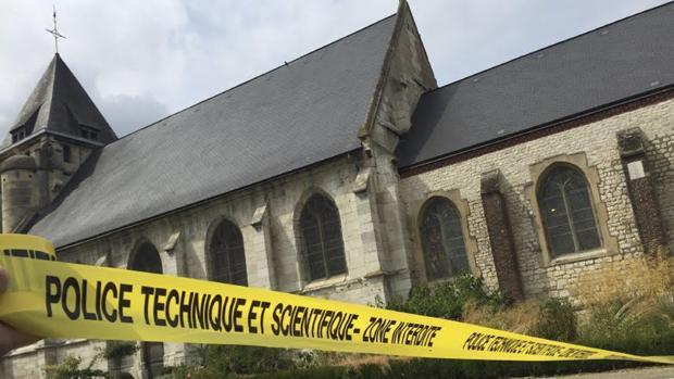 La iglesia de Saint-Étienne-du-Rouvray donde un sacerdote fue asesinado por yihadistas.