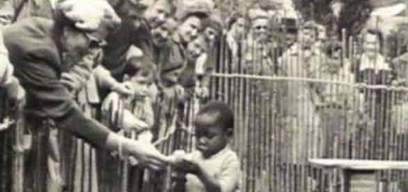 Zoológico humano en Bélgica en el que la principal atracción era dar de comer a los niños congoleños