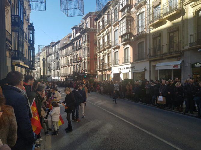 Miles de personas en la avenida Reyes Católicos (José Antonio Martín)