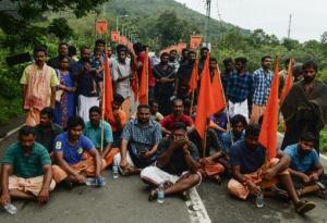 Los hindúes están cortando el acceso a la colina que lleva al templo