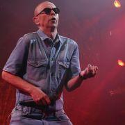 ¿Quién es el Indio Solari y qué hay detrás de uno de sus masivos y frenéticos conciertos que dejó dos muertos en Argentina?