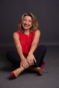 Alessandra De Luca red