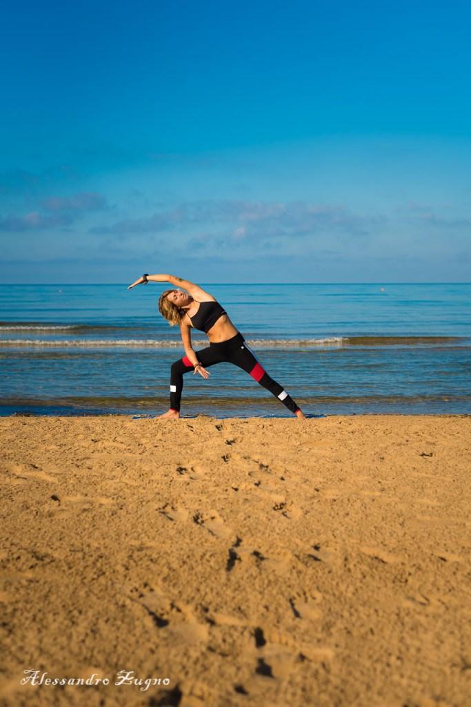 foto di yoga in spiaggia di Jesolo Lido