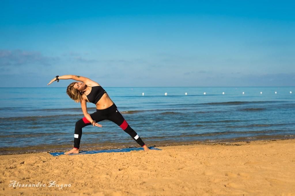 pratica di Yoga in riva al mare di Jesolo