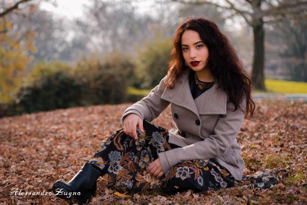 ragazza al Parco Iris di Padova durante l'autunno