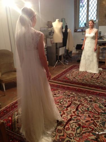 fronte e retro abito da sposa in pizzo