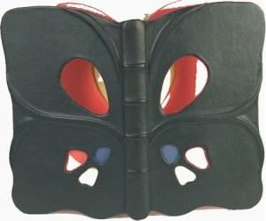 S. Ruffo – Guida alle farfalle d'Italia Legatura in zigrino nero a forma di farfalla con fori attraverso i quali si vedono le guardie rosso giallo e blu