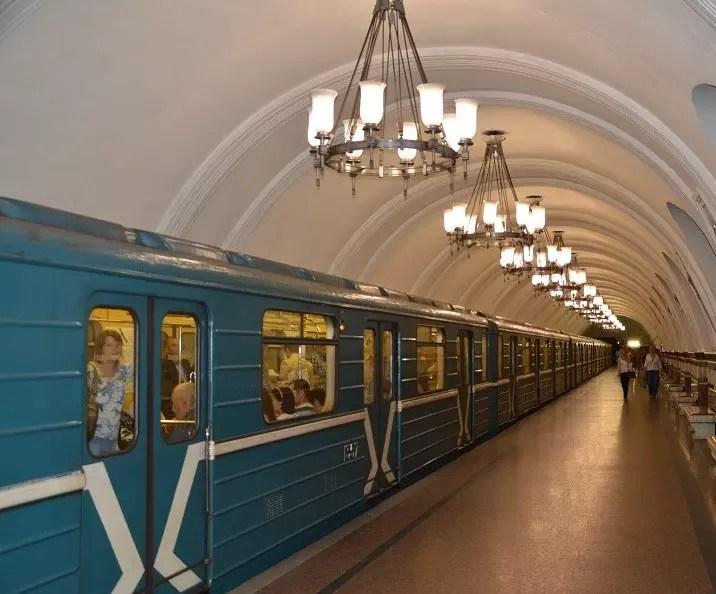 Metro 2 Moskau