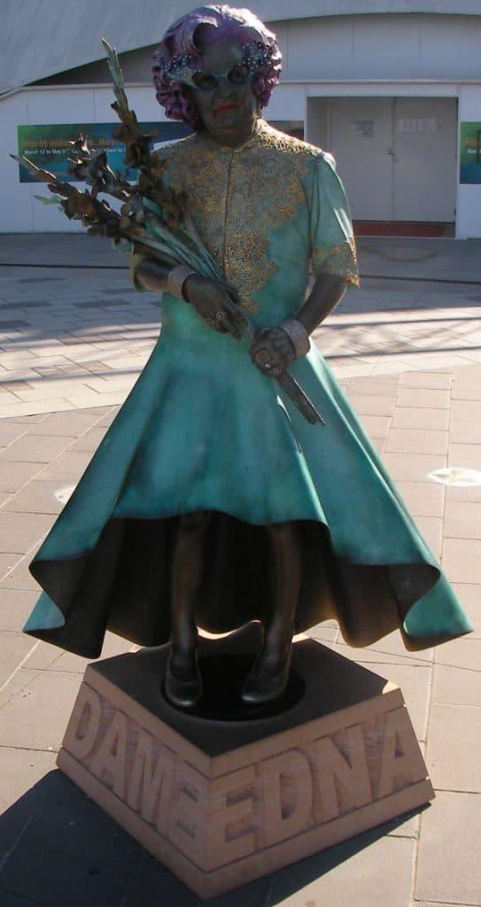 Dame Edna statue, Docklands