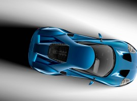 On the all-new Ford GT supercar, every slope and shape is designed to minimize drag and optimize downforce, and each surface on the GT is functionally crafted to manage airflow.