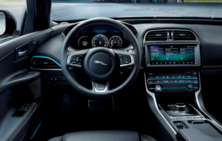 Jaguar and Land Rover will be offering CarPlay in 2019
