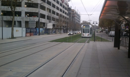 Paris T3, showing street section with grass tracks. Photo by the author.