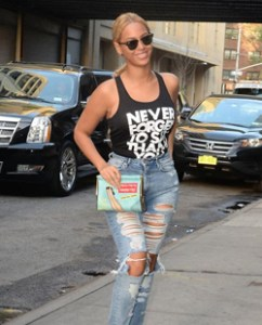 Beyoncé in mom jeans