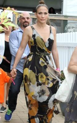 Jennifer Lopez maxi dress street style