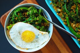 low carb breakfast bowl with eggs, tenderstem and quinoa