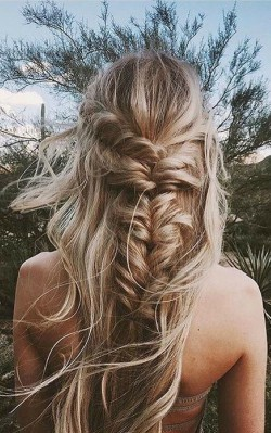 How to dress boho style - boho hair with braid