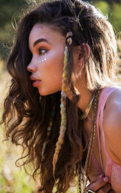 How to dress boho stye makeup: festival makeup style