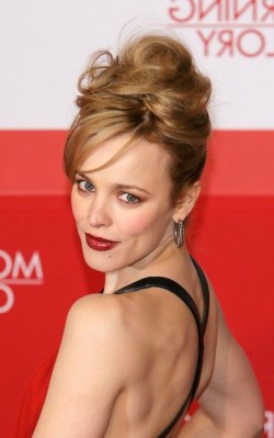 Rachel McAdams awards fashion style, black dress, red lipstick and earrings