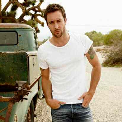 3 things you didn't know about Alex O'Loughlin