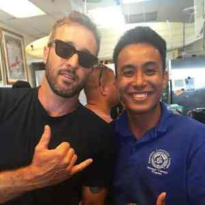 Alex O'loughlin with fan at the Diamond Head Health Bar