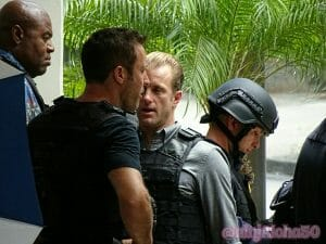 Alex O'loughlin and Scott Caan on set