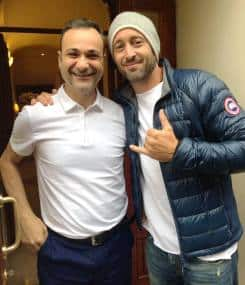 Alex O'loughlin and fan Roberto Araza