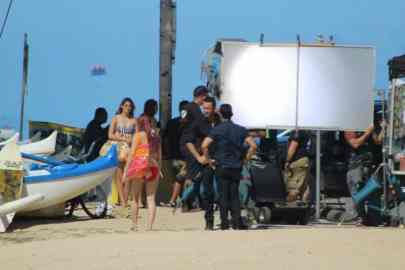 Alex o'loughlin and Daniel dae kim on the beach
