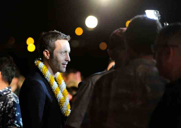 star-advertiser- alex o'loughlin