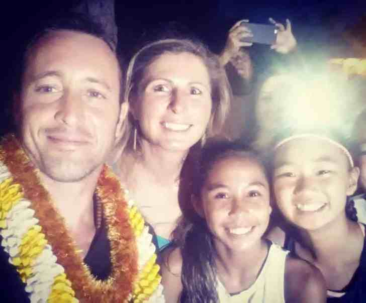 Alex O'Loughlin with fans selfie