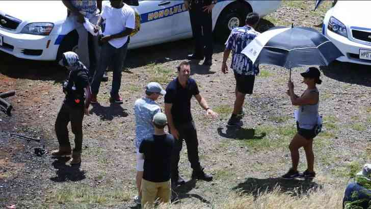 Alex O'loughlin BTS of Hawaii Five O
