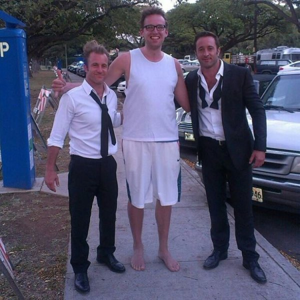 alex o'loughlin and scott caan with giant fan