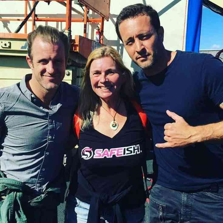 Alex O'Loughlin and Scott Caan behind the scenes