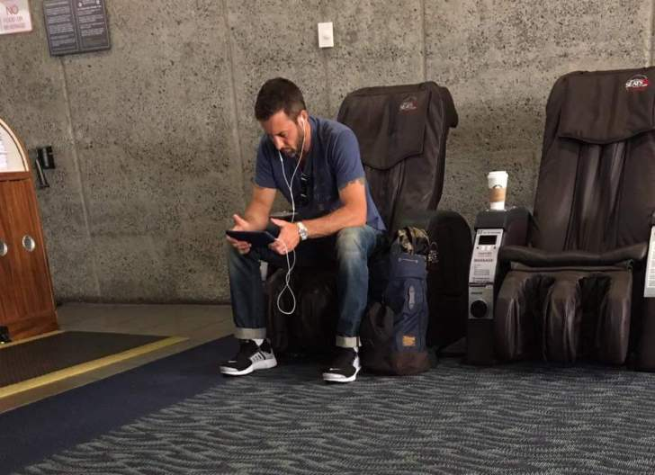 alex o'loughlin honolulu airport