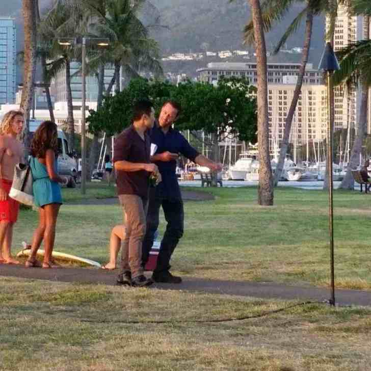 alex o'loughlin and daniel dae kim BTS
